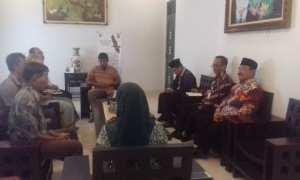 Eks WTT saat mendatangi rumah dinas Bupati Kulonprogo yang diterima oleh Wakil Bupati Kulonprogo, Kamis (15/3/2018). (Uli Febriarni/JIBI/Harian Jogja)