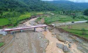 Jembatan Puter, Tirtomoyo, Wonogiri, terputus akibat diterjang banjir 28 November 2017.(Istimewa/Bagian Humas Setda Wonogiri)