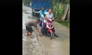 Potongan video perempuan terjebak cor beton yang menjadi viral di media sosial (medsos). (Facebook.con-@Andre Noval)