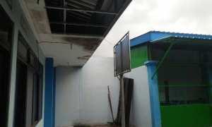 Kondisi plafon di salah satu ruangan di Pasar Spoor, Jl. Pahlawan, Kota Madiun, Rabu (7/3/2018). (Abdul Jalil/JIBI/Madiunpos.com)
