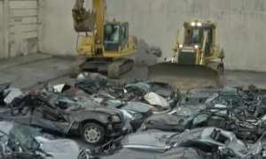 Mobil-mobil mewah diremukkan pemerintah Filipina. (Istimewa/Carcoops)