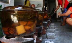 Karyawan merebus aneka bahan sayur pada pembuatan Sup Sayur Lima Unsur di Badran, Laweyan, Solo, Kamis (15/3/2018). (M. Ferry Setiawan/JIBI/Solopos)