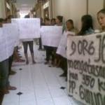 Giliran buruh pro pabrik geruduk DPRD