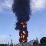 Api kembali muncul, proses pemadaman tangki 31 T-7 terus dilakukan