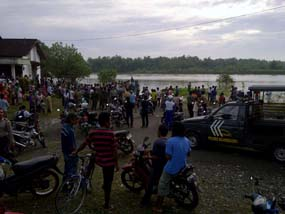 Perahu terbalik di Bengawan Solo, 40 penumpang hanyut