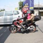 PEMUDIK SEPEDA MOTOR -- Pemudik yang menggunakan sepeda motor melintasi kawasan pusat Kota Klaten, Minggu (28/8/2011). (JIBI/SOLOPOS/Muhammad Khamdi)