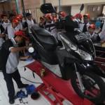 AKTIVITAS SEKOLAH -- Para siswa sebuah SMK di Solo tengah mengikuti praktik teknik otomotif beberapa waktu lalu, Perda pendidikan yang akan segera diberlakukan bakal mempersyaratkan adanya audit anggaran yang harus dilakukan semua sekolah. (JIBI/SOLOPOS/dok)