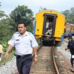 Lokomotif KA Logawa anjlok di Jember