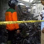 Pabrik terbakar, 42 unit motor karyawan hangus