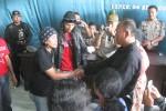 TEROR BONEK: Rugikan Pedagang, Bonek Minta Maaf