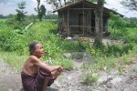 WARGA MISKIN: Di Tepi Kali Woro, Sugiyem Hidup Sebatang Kara