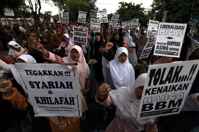 Tolak HTI, Ratusan Anggota GP Ansor Long March di Karanganyar