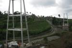 JEMBATAN GANTUNG: Pelaksana Proyek Mengklaim Pembangunan Jembatan Tak Molor