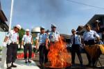 PEMUSNAHAN: Ratusan Barang Berbahaya di Rutan Dimusnahkan