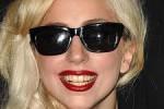 KABAR ARTIS : SIM Baru Jadi, Lady Gaga Sudah Ditilang Polisi