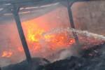 KEBAKARAN PABRIK: Mesin Pabrik Tripleks Terbakar