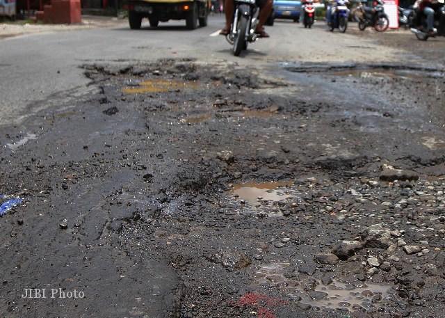 INFRASTRUKTUR JATENG : Sudah Dikebut, Perbaikan Darurat Lubang Jalan Tak Capai Target
