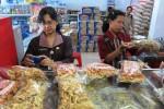 Makanan Tanpa Tanda Kedaluarsa Beredar di Swalayan
