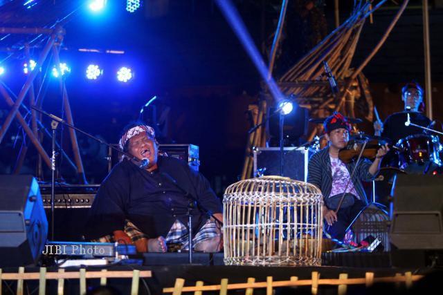 SOLO CITY JAZZ 2012: Bebek-Bebek Ramaikan Mantra Jazz-Jaipong Slamet Gundono