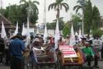 Tuntut Korupsi Diberantas dan Perhatian Bagi Tukang Becak Makamhaji, Warga Datangi DPRD