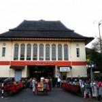 Bakul Pasar Gede Gelar Fashion Show Batik