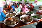 HARGA DAGING TINGGI: Pedagang Campur Bakso dengan Daging Ayam