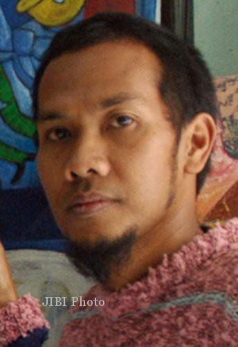 Agus Sis Ciptakan Lukisan Batik Keemasan
