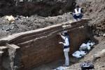 BENDA KUNO DI TEMANGGUNG : Gali Fondasi Pendapa, Habib Temukan Prasasti Kuno