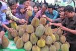 Pesta Dibuka, Durian Diserbu..