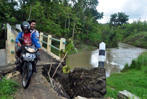 Tidak Ada Jembatan, Sungai Tinalah Makan Korban Jiwa