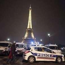 Diancam Bom, Pengunjung Menara Eiffel Dievakuasi