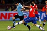 Inilah Rekaman Video Suarez Pukul Wajah Pemain Chile