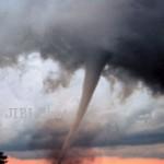 BENCANA BANYUMAS : Hujan Deras Guyur Banyumas, Puting Beliung dan Longsor Terjang Rumah
