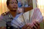 UANG PALSU : Wah, Uang Sebanyak Ini Ternyata Palsu
