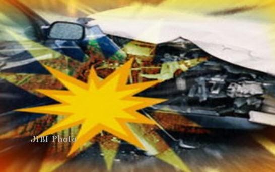 KECELAKAAN MADIUN : Bus Sugeng Rahayu Vs 2 Truk, 2 Tewas, 7 Terluka