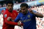 GIGITAN SUAREZ : Gigit Bek Chelsea, Suarez Terancam Sanksi FA