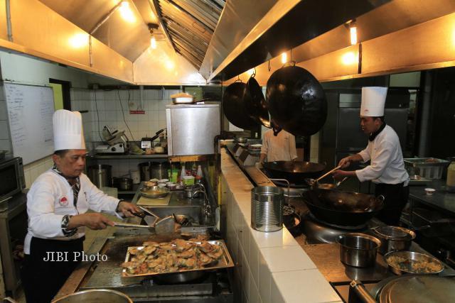 Chef The Sunan Hotel Memasak Di Dapur