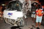 Mobil Pengangkut Paket Disambar Kereta Api, Seorang Tewas