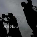 DEMO TOLAK PABRIK SEMEN REMBANG : Hendak Turunkan Merah Putih, Aksi Mahasiswa Berujung Bentrok