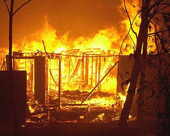 KEBAKARAN GROBOGAN : 2 Rumah Terbakar, Uang Kas Kelompok Tani Jadi Abu
