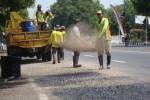 JALAN RUSAK : Perbaikan Jalan Semarang Rampung Akhir Tahun