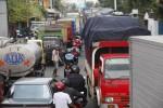 Kendaraan bermotor terjebak kemacetan di kawasan palang Joglo, Banjarsari, Solo, Kamis (11/7). Palang Joglo merupakan salah satu kawasan rawan macet di Kota Solo yang diperparah dengan adanya perbaikan jalan di sejumlah titik. (Solopos-Dok)