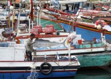 MIGRASI KAPAL NELAYAN : DKP: Migrasi Nelayan ke Kapal Besar Tak Mudah