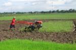 Desa Gajahan Colomadu Peroleh Bantuan Traktor