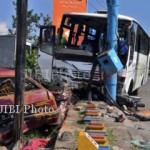 Bus Kramat Jati dan PJT Tabrakan dan Terbakar di Tol Kalikangkung