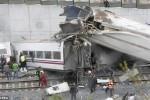 KECELAKAAN KERETA API : 77 Orang Tewas dalam Kecelakaan KA di Spanyol