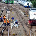 MUDIK LEBARAN 2013 : Perbaikan Rel Kereta Api Diintensifkan