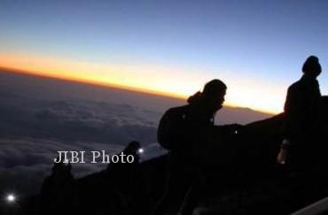 Ilustrasi pendakian gunung (JIBI/Solopos/Antara/Teresia May)