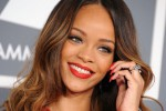 KONTROVERSI RIHANNA : Busana Minim, Iklan Parfum Rihanna Dilarang