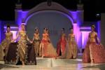 SOLO BATIK FASHION :  Cuaca Cerah, 14 Desainer Unjuk Kebolehan, Penonton Puas